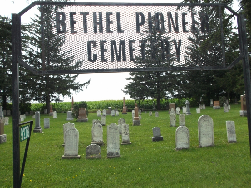 Picture of the iron gateway to the cemetery with the word
